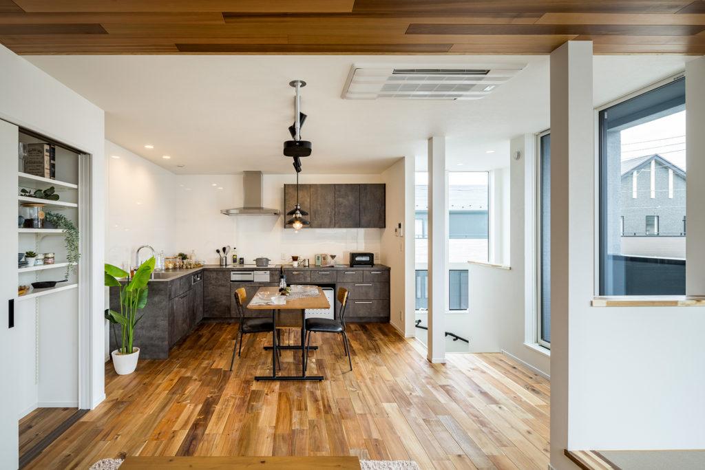 建築家 森下博視ギャラリー【L型kitchenで広々としたリビング空間】